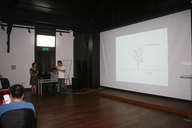 KTS Sadao Tsuchiya (Trưởng ban điều phối Chương trình House Vision tại Châu Á) chia sẻ tại buổi toạ đàm