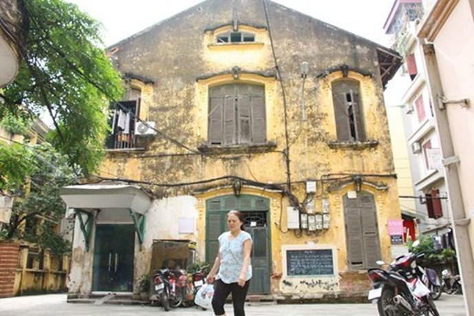 Tòa nhà số 6 Tăng Bạt Hổ (Hà Nội) hiện đang là nơi cư trú của khoảng 20 hộ dân (Ảnh: Minh Hoàng)