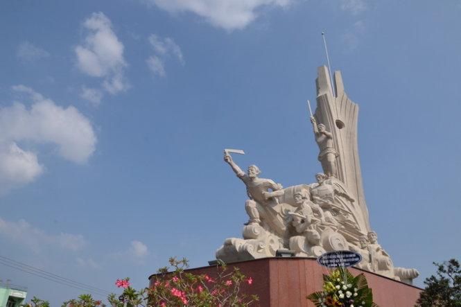 Khu công viên tượng đài Nghĩa sỹ Cần Giuộc