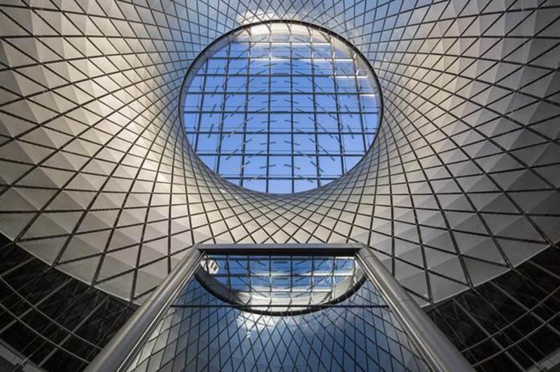 Trung tâm tàu điện ngầm Fulton, New York, Mỹ với kiến trúc hiện đại, tận dụng tối đa ánh sáng tự nhiên và có thể phục vụ 300.000 hành khách mỗi ngày.
