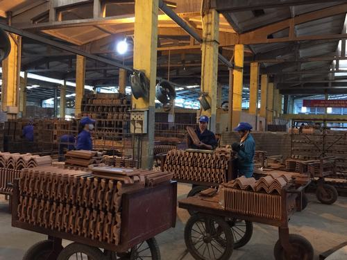 Nhà máy gạch Tiêu Giao chuyên sản xuất gạch xây dựng và ngói các loại.