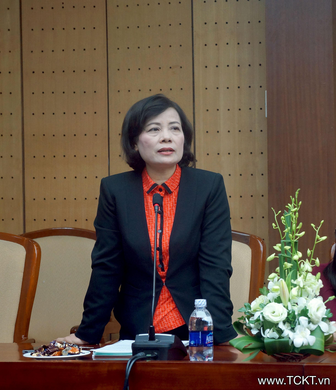 Bà Nguyễn Thúy Cầm, Giám đốc Quỹ Tấm Tầm Việt phát biểu tại buổi lễ