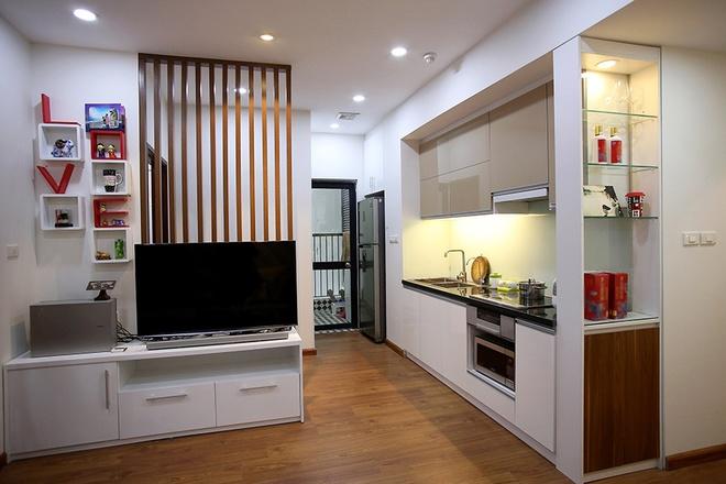 Tủ bếp được cải tạo để kích thước dài hơn giúp chủ nhà thoải mái khi nấu ăn.