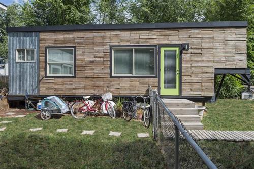 Chị Macy Miller làm kiến trúc sư, sống ở bang Idaho (Mỹ). Chị đã tự thiết kế và cùng chồng làm một căn nhà di động cách đây 3 năm.