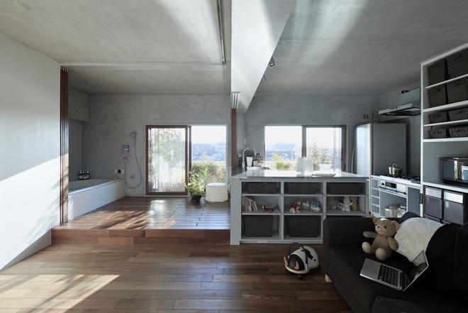 Bếp và phòng tắm có ánh sáng tự nhiên khi được đưa ra sát ban công.