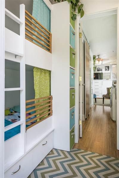 Giường tầng bố mẹ chuẩn bị cho các con.