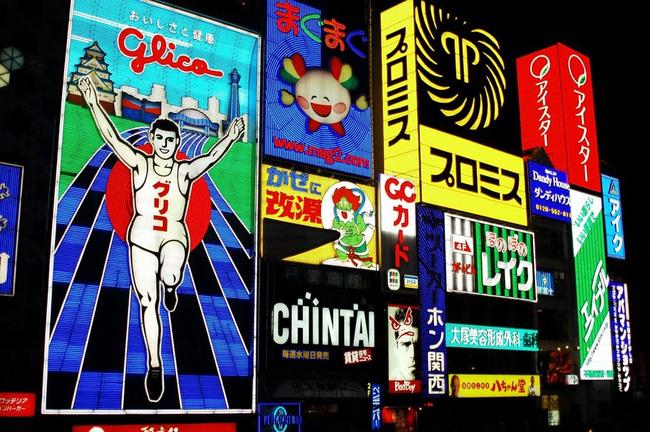 Những quảng cáo sáng tạo và đầy màu sắc luôn là điểm nhấn cho các khu phố tại Nhật Bản
