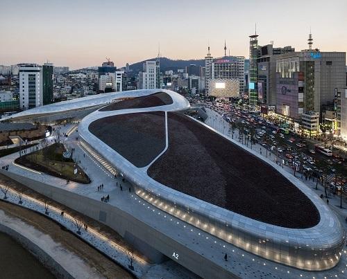 Trung tâm thương mại Zaha Hadid's DDP, thay thế cho sân vận động Dongdaemun. Ảnh: View Pictures