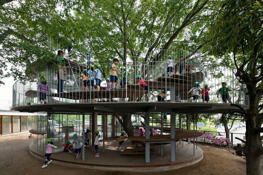 kindergarten-around-tree-zelkova-fuji-tezuka-architects-13