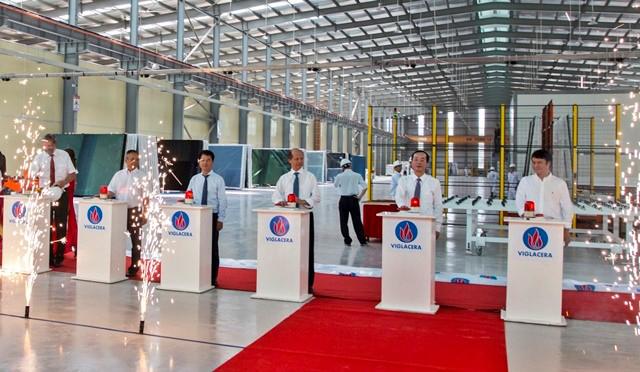 Nghi thức Khánh thành dây chuyền sản xuất Nhà máy Kính tiết kiệm năng lượng Viglacera