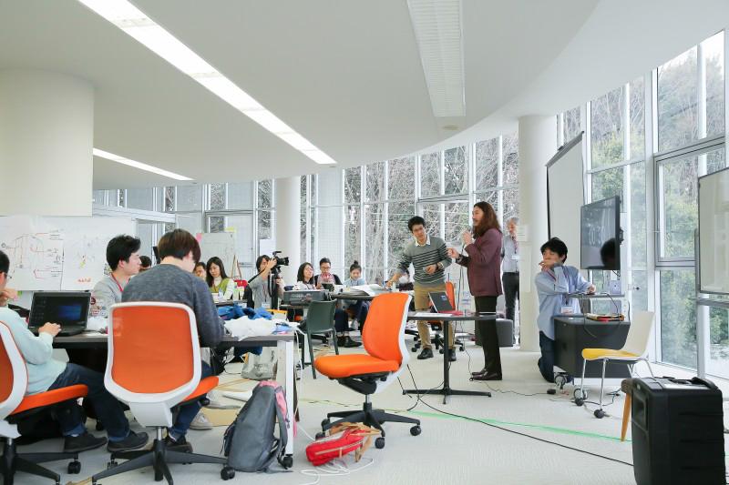 Các bài giảng được cung cấp bởi những chuyên gia trong các lĩnh vực khác nhau