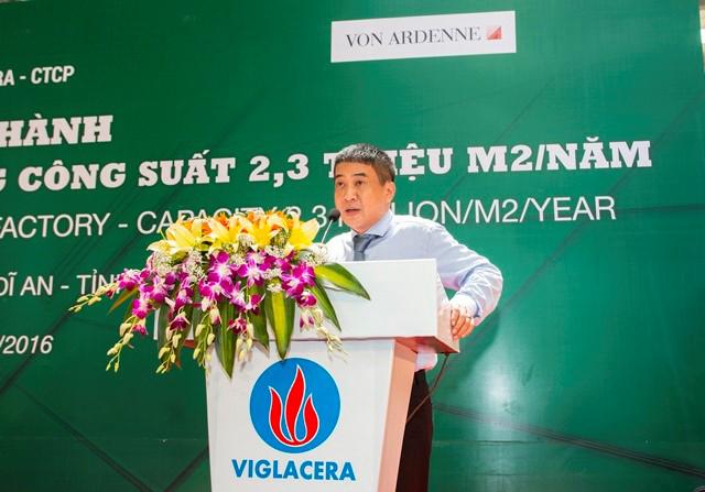 Ông Nguyễn Minh Khoa Giám đốc Cty Kính nổi Viglacera – Giám đốc dự án Kính TKNL phát biểu báo cáo quá trình triển khai dự án