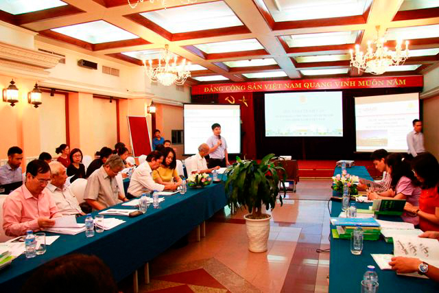 Phó Vụ trưởng Vụ Khoa học công nghệ và môi trường Nguyễn Công Thịnh phát biểu tại Hội thảo.