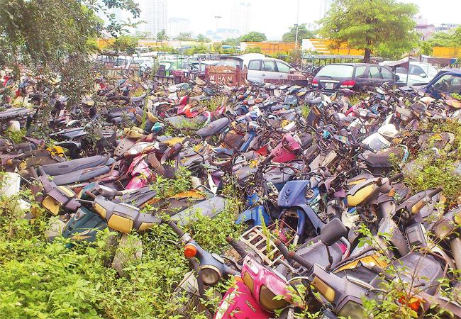 Điểm trông giữ xe vi phạm luật giao thông tại Mỹ Đình (quận Nam Từ Liêm, Hà Nội) lâu ngày không có người đến nhận.