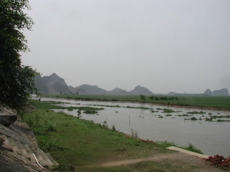 Sông Hoàng Giang, đoạn cách chùa Bái Đính 1,5km (Ảnh: nguồn internet).