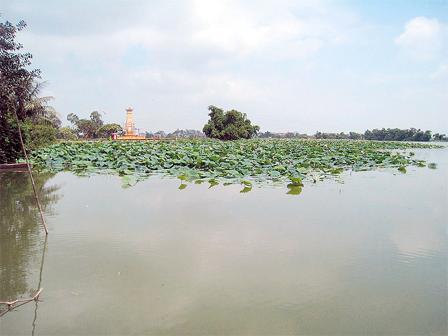 """Đầm Loa Hồ, vốn tương truyền là phát tích của sông Tiêu Tương cạn dòng  """"để lộc"""" cho dân Phù Lưu là đoạn phình rộng nhất của dòng Tiêu Tương (Ảnh: nguồn internet)."""