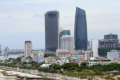 Toà nhà Trung tâm hành chính Đà Nẵng thiết kế hình tròn với biểu tượng ngọn hải đăng ven sông Hàn. Ảnh: Nguyễn Đông.