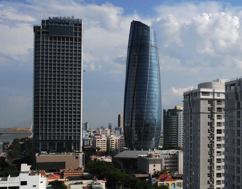 Trung tâm hành chính TP Đà Nẵng đang được xem xét dời đi nơi khác vì tòa nhà trung tâm được cho là nóng và thiếu dưỡng khí - Ảnh: TỰ TRUNG