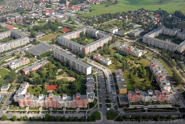 Hình 4a,b: khu ở dành cho công nhân Ahrensfelder Terrassen-Berlin trước và sau khi cải tạo