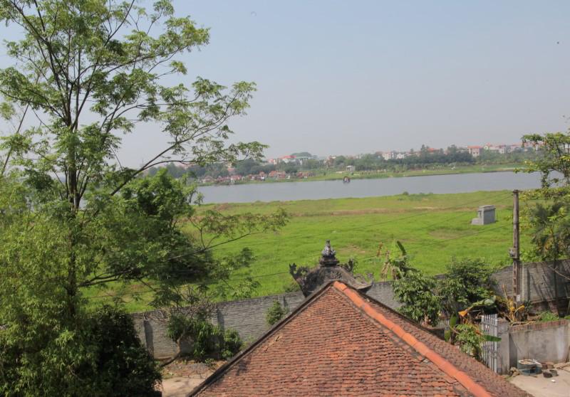 Sông Thiên Đức trước chùa Báo Ân - nơi một nhánh dòng Tiêu Tương đổ ra (Ảnh: nguồn internet).