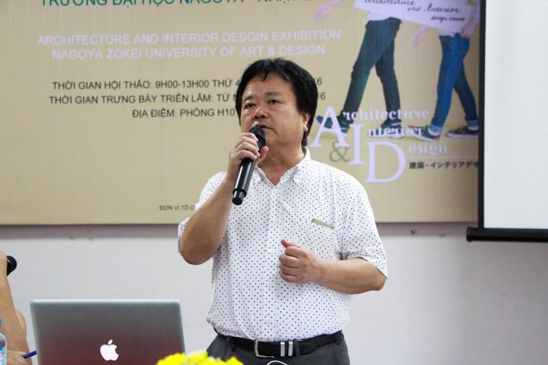 GS. Kiyoshi Nishikura - Trưởng Khoa Kiến trúc Trường Đại học Nagoya Zokei - Nhật Bản  phát biểu tại buổi Tọa đàm về đào tạo kiến trúc và Triển lãm đồ án sinh viên