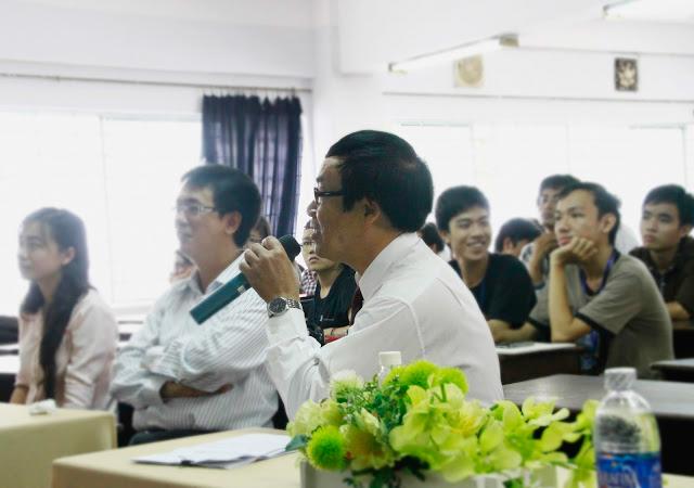 """PGS.TS.KTS NGƯT Trịnh Duy Anh phát biểu trong lễ trao giải thưởng cuộc thi """"Thiết kế nhà phố xanh 2012"""""""