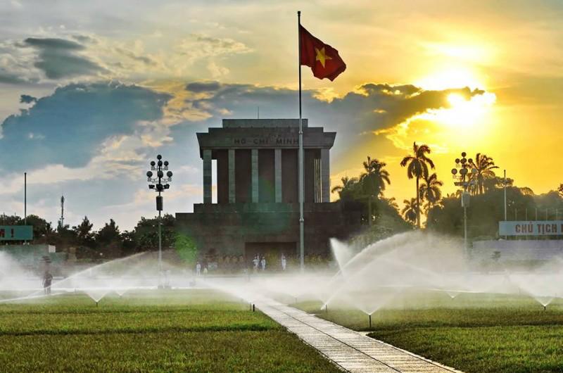 Ngày ngày mặt trời đi qua trên Lăng - Nguyễn Cao Phúc