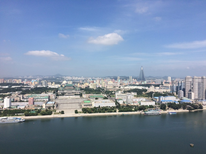 Toàn cảnh Bình Nhưỡng với quảng trường chính trị.
