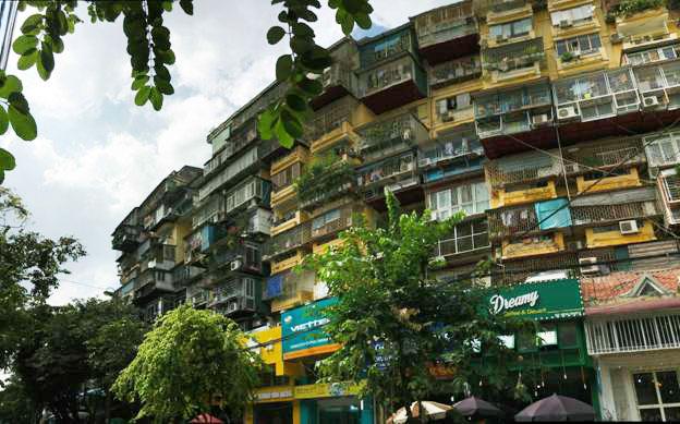Những căn hộ trong khu tập thể Giảng Võ san sát nhau không còn một kẽ hở.