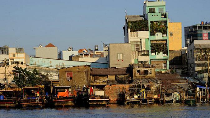 Khu nhà ven kênh Tẻ thuộc quận 7 TP.HCM. Ảnh Tự Trung