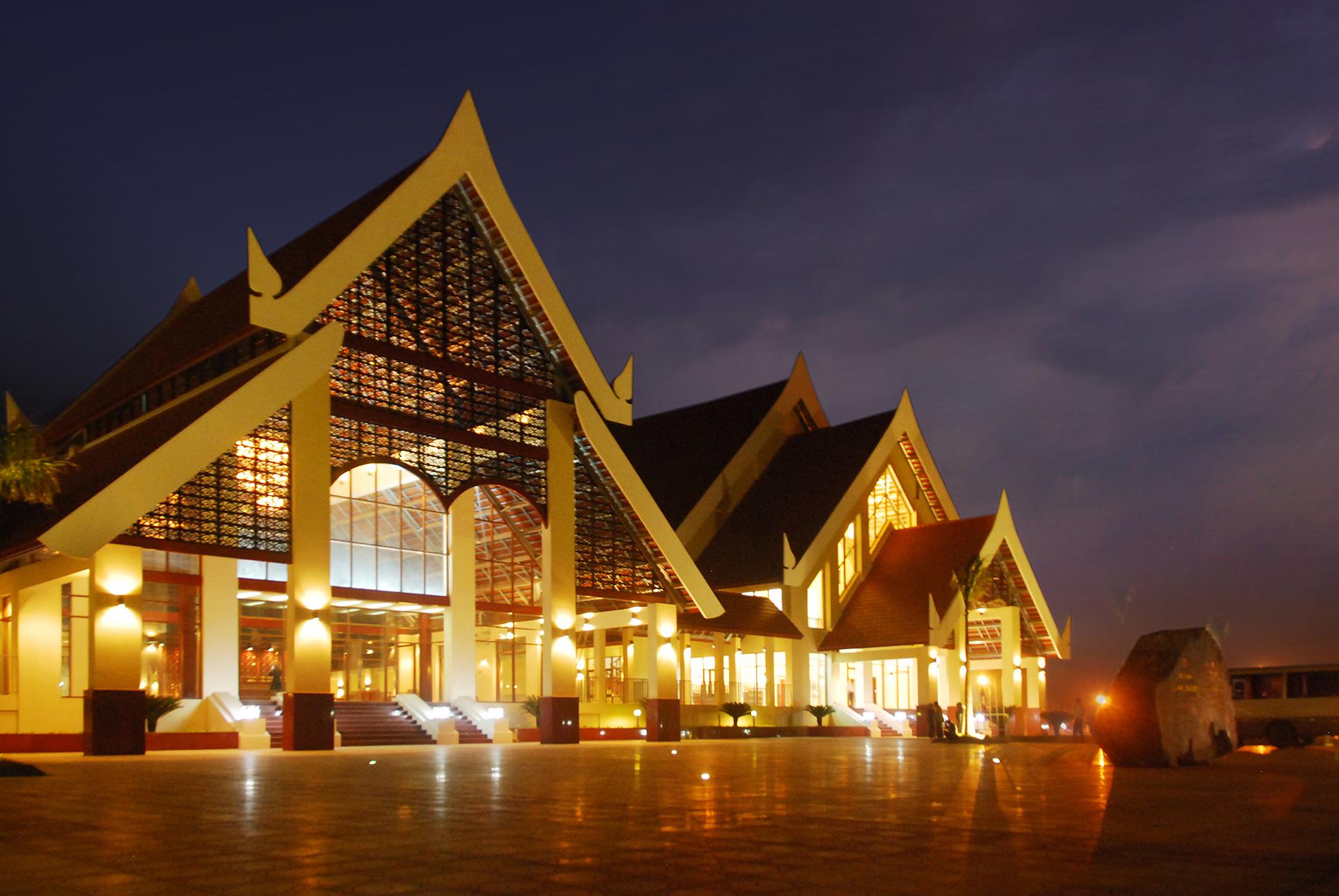 Công trình nhà văn hoá Cayson Phomvihane tại Savanakhet, CHDCND Lào do KTS Nguyễn Tuấn Ngọc và đồng nghiệp thiết kế, đạt Giải thưởng hội đồng Giải Kiến trúc quốc gia năm 2014
