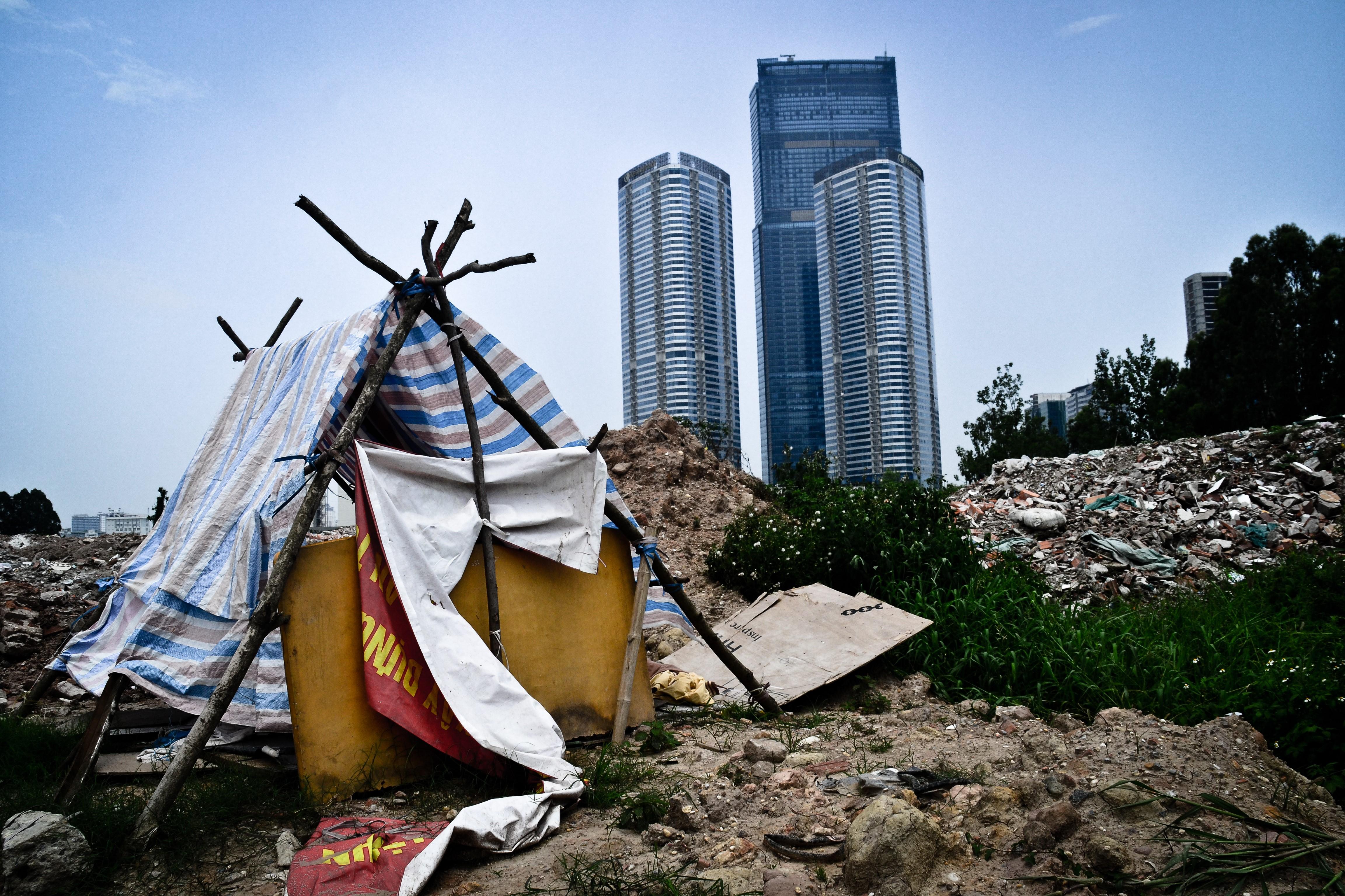 """Bất bình đẳng và chênh lệch """"giàu – nghèo"""" trở nên rõ rệt"""