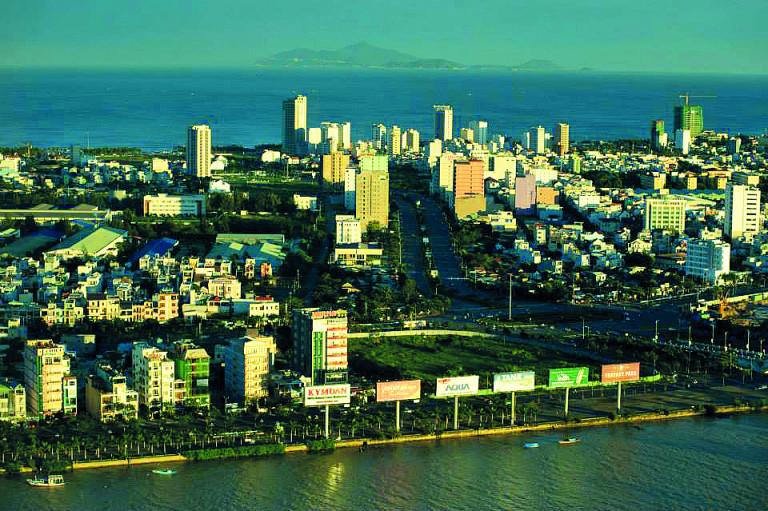 Đà Nẵng nhìn từ Sông Hàn - (ảnh: KTS Nguyễn Phú Đức)