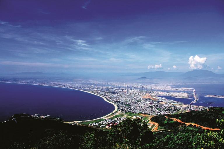 TP Đà Nẵng nhìn từ bán đảo Sơn Trà (ảnh: Lê Phước Chin)