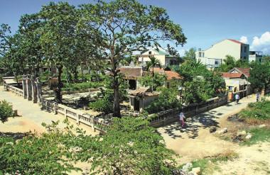 Khuôn viên đình làng Vĩ Dạ, Huế