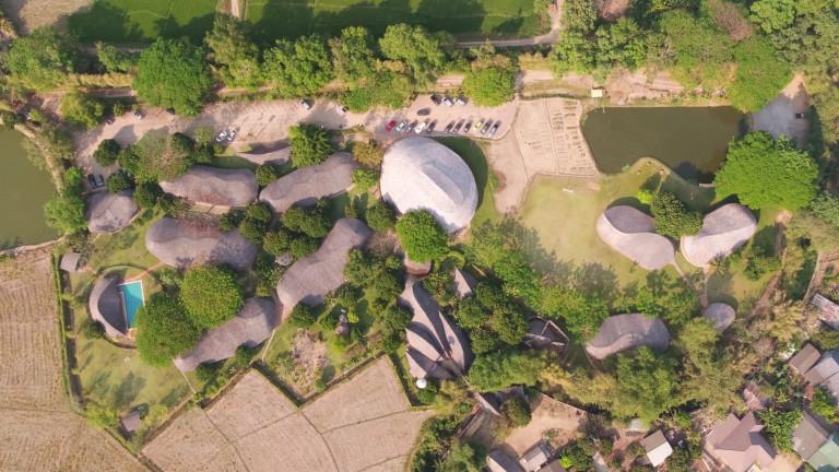 """Ngôi trường thiết kế """"vàng"""" hoàn toàn từ đất và tre ở Thái Lan"""
