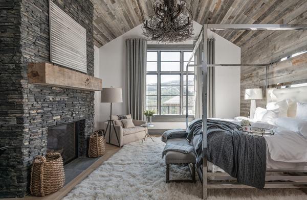 Một căn phòng ngủ mang vẻ cổ kính, sang trọng