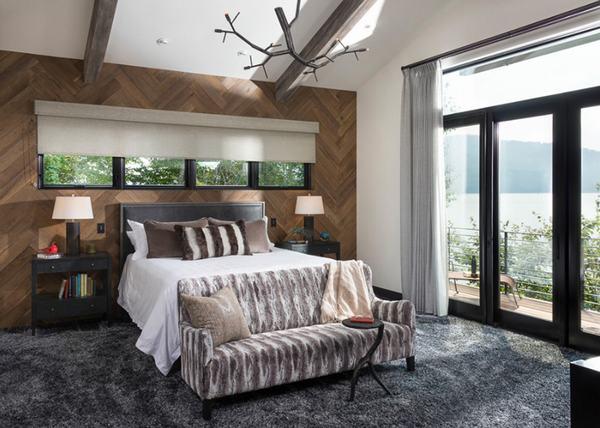 Kết hợp thảm và các vật trang trí bằng gỗ trong căn phòng ngủ