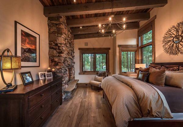 Với các kiểu đèn treo cổ điển ánh vàng sẽ khiến căn phòng ngủ trở nên ấm cúng