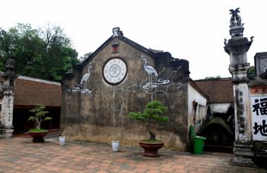 Kiến trúc của chùa gồm gần một trăm gian liên hoàn được xây dựng bằng các vật liệu dân gian