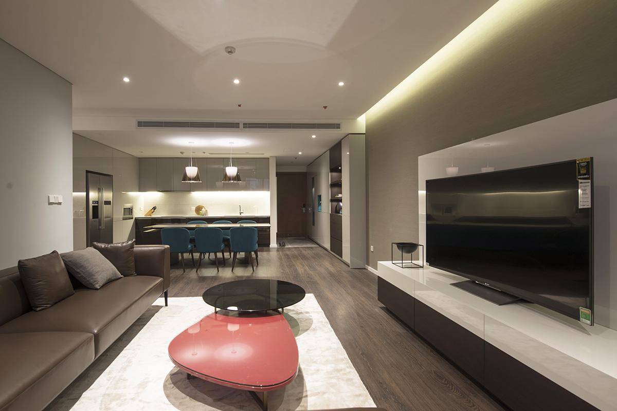 Trong không gian nội thất nhà ở, khe sáng tạo ra ánh sáng gián tiếp êm dịu, kết hợp cùng đèn downlight tạo ra ánh sáng tập trung