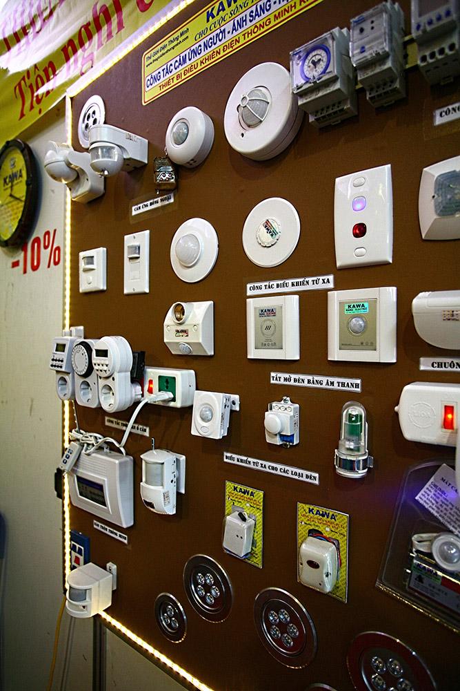 Thiết bị điều khiển thông minh cho thiết bị được nhà cung cấp giới thiệu tại triển lãm Vietbuild