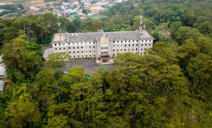 Bảo tàng trong tu viện cổ giữa rừng thông ở Đà Lạt