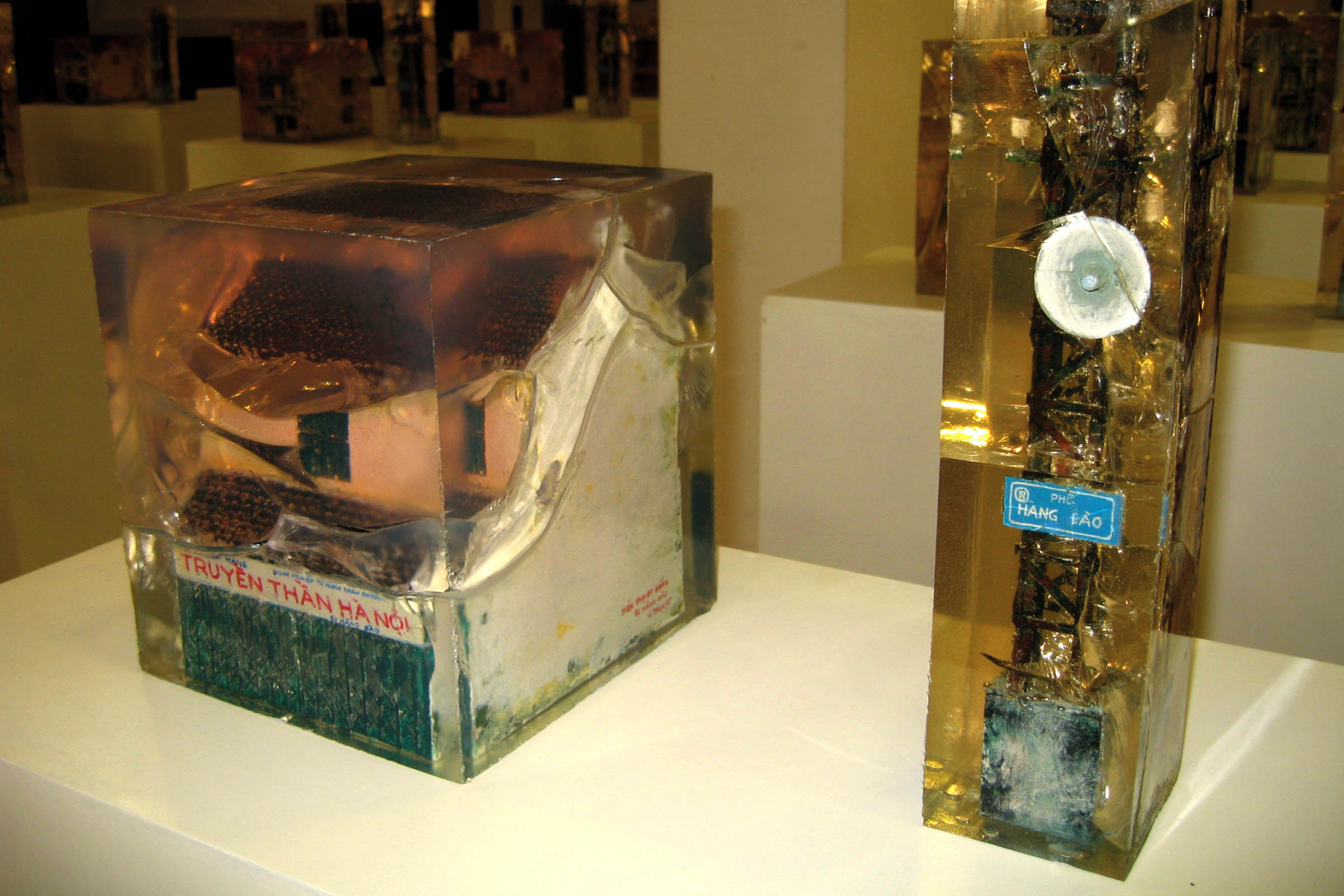 """Nhà cổ 51 Hàng Đào - """"hóa thạch"""" của họa sỹ Vương Văn Thạo (triển lãm """"Hóa thạch sống"""" - 2007)"""