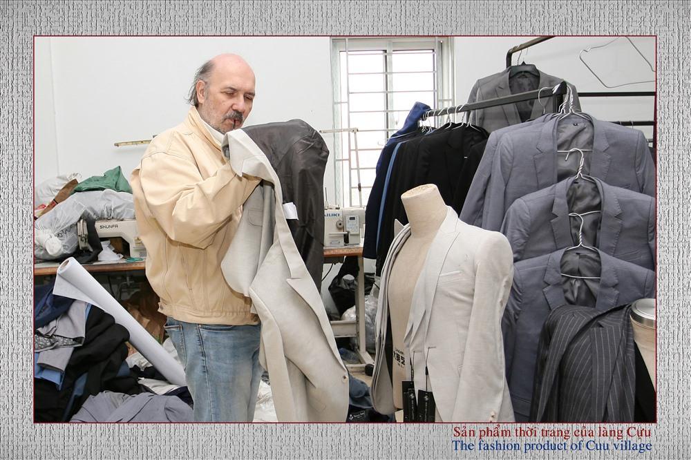 Tác giả và các sản phẩm thời trang của Làng Cựu (Ảnh Internet)