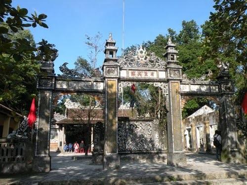 Hình 3: Tứ trụ đình Lệ Khê, Huế (nguồn ảnh: tác giả)