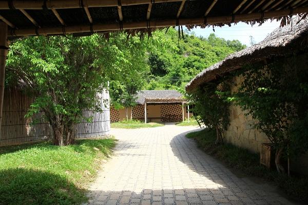 Phong cách đồng quê giản dị thường được ưa chuộng ở các resort vì sự gần gũi hài hòa của phong cảnh và vật liệu, mang đến những giá trị vô hình về hình ảnh truyền thống của làng quê Việt Nam.