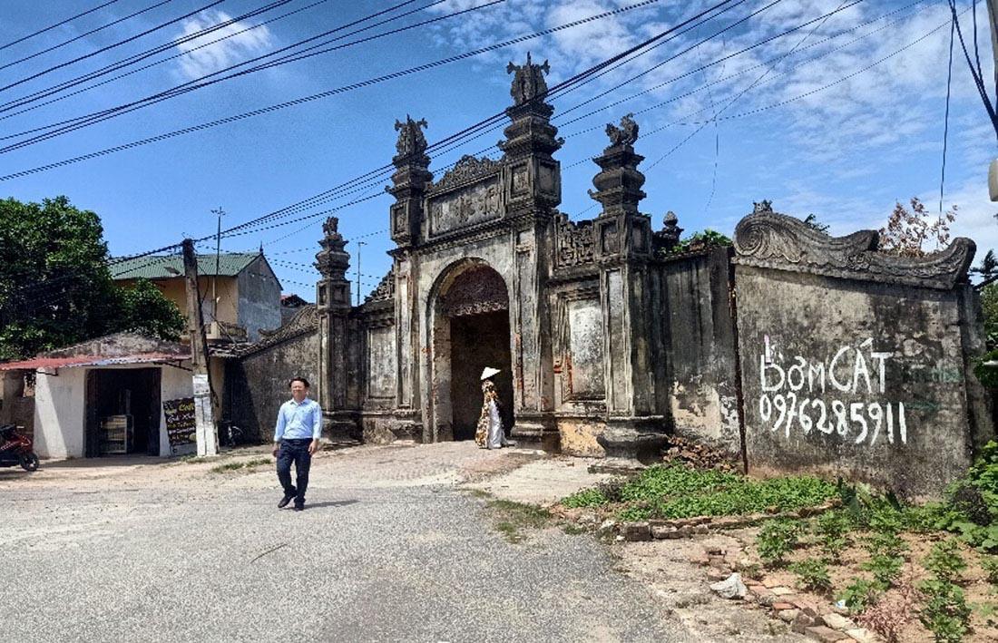 Minh họa cảnh quan cổng làng Nôm trước và sau tu bổ, tôn tạo và phục vụ du lịch (Hình 1)