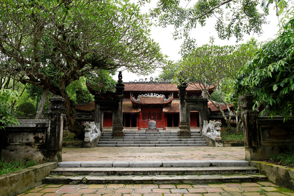 Đền Sóc Sơn.- Tu bổ và phục hồi kiến trúc truyền thống cùng với khung cảnh thiên nhiên vốn là đặc trưng và giá trị cốt lõi của khu di tích này.