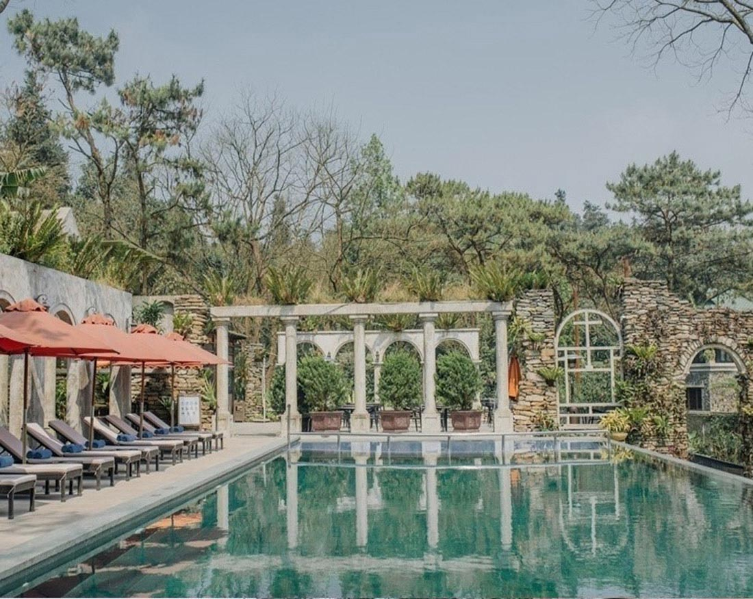 Hình 11. Khu bể bơi ngoài trời của Melia Bavi Mountain Retreat giai đoạn 1 [3]
